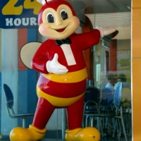 "The Jolly Bee... ""Langhap Sarap""!"
